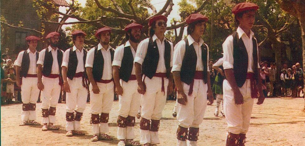 Simón Otxandategi reclama a los 700 dantzaris que construyeron su historia