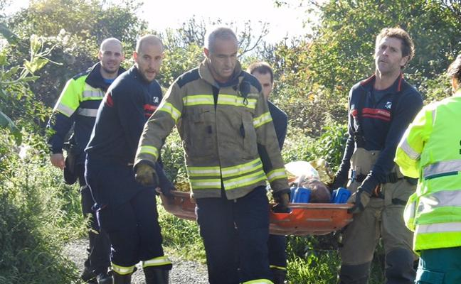 Rescatan a un hombre con un golpe en la cabeza en una zona de huertas de Santurtzi