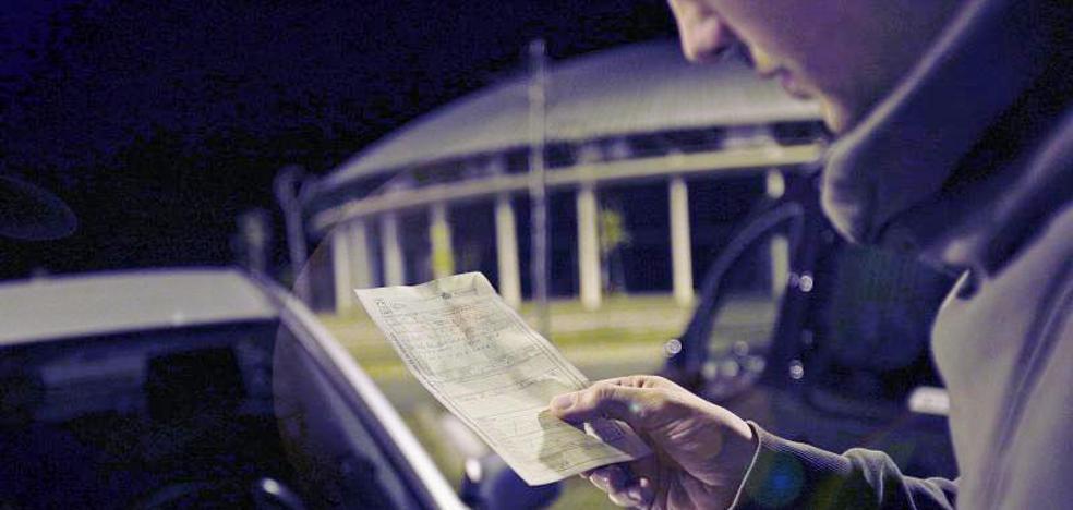 Decenas de multas a los conductores en el exterior del Buesa Arena