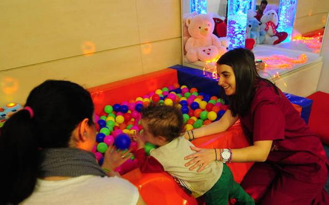 El Parlamento vasco pide que se defina la financiación de la atención temprana