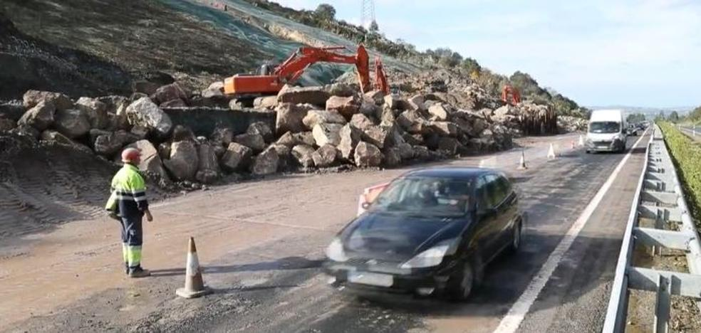 Abierto el tramo de la A-8 en Cantabria cortado por un desprendimiento de tierra