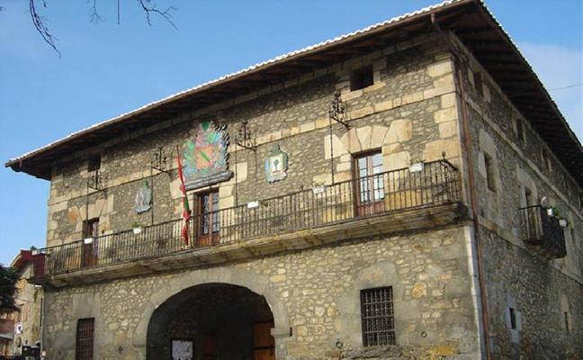 El Ayuntamiento de Arrankudiaga, premiado por usar papel reciclado