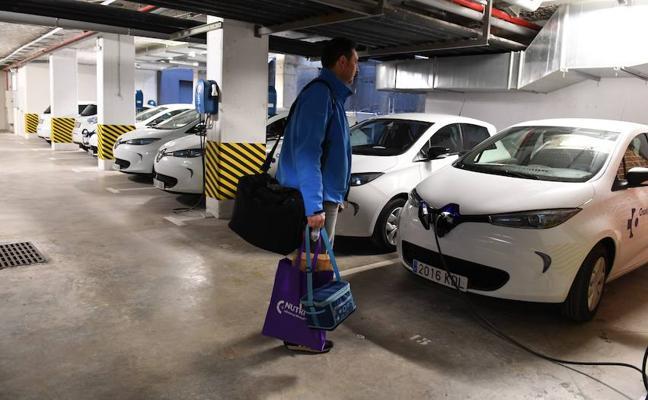 Cruces actualiza la hospitalización a domicilio y compra once coches nuevos