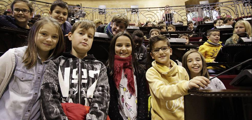 200 escolares 'toman' Gernika para reivindicar los Derechos de la Infancia