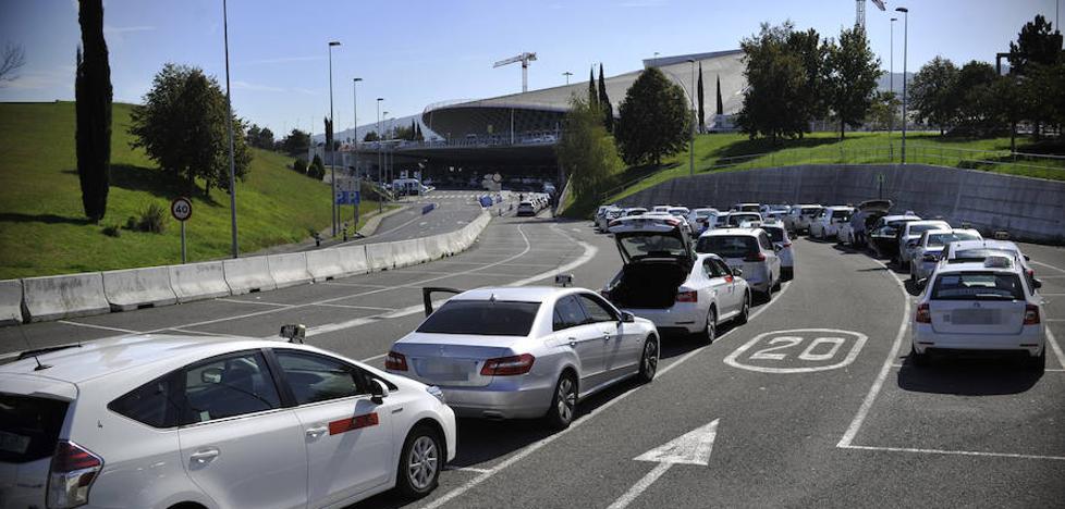 El desembarco del rey de las licencias Uber en Bizkaia pone contra las cuerdas al sector del taxi