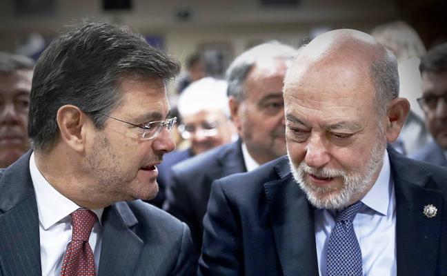 Catalá asegura que se investigarán los tuits ofensivos a Maza