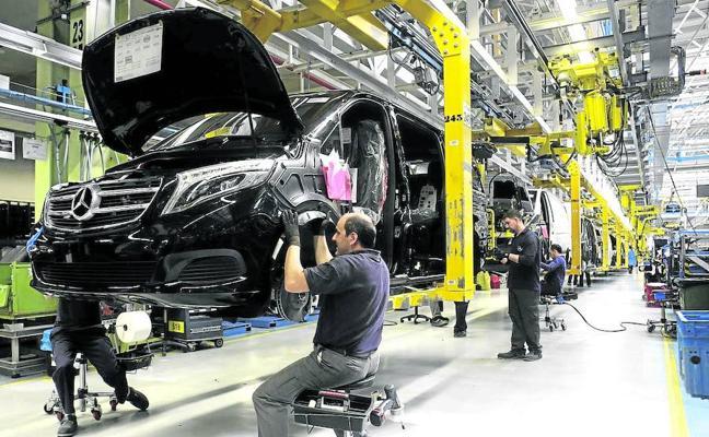 Mercedes parará tres semanas en agosto para adaptar la planta a la producción del vehículo eléctrico