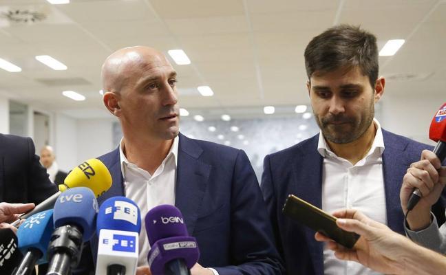 Rubiales dimite para suplir a Villar en la Federación