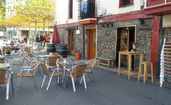 Ondarroa prohíbe instalar terrazas fijas en el casco viejo y el paseo de Itsas Aurre