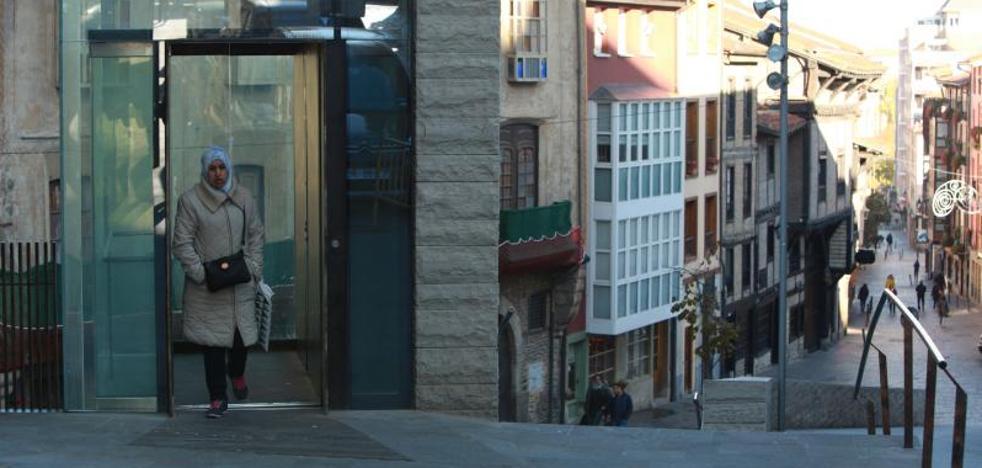 El ascensor del Casco vuelve a funcionar 251 días después