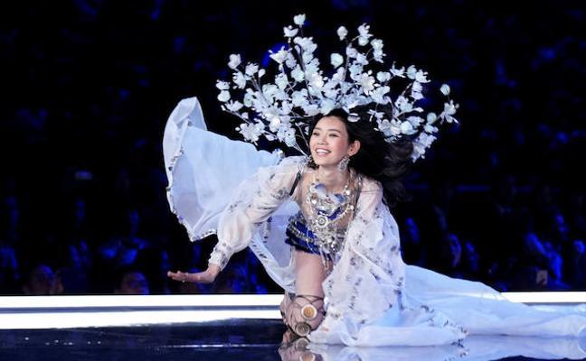 La caída de un ángel de Victoria's Secret 2017 en pleno desfile