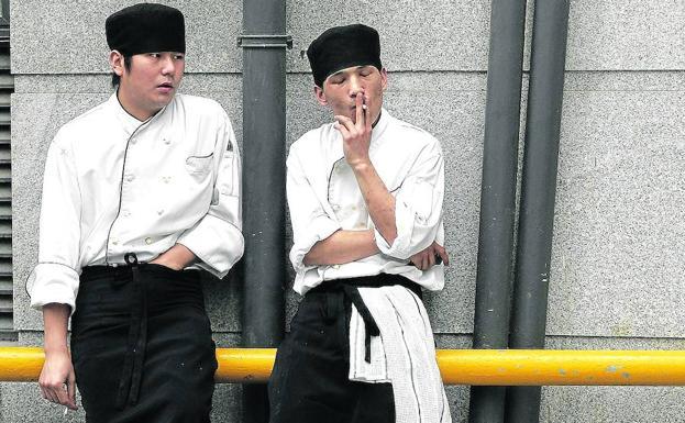 vacaciones a empleados no fumadores en japón: seis días de