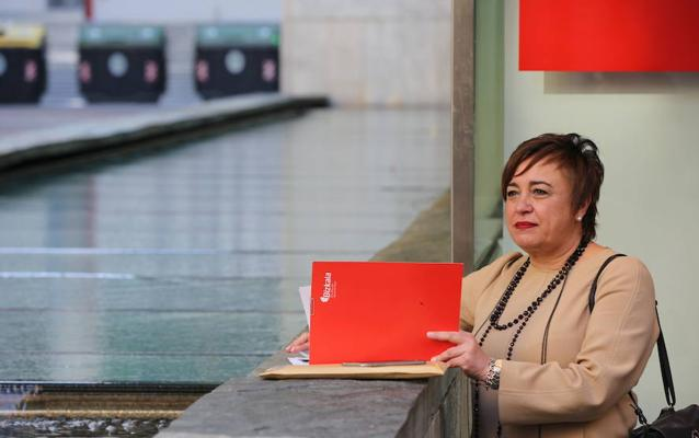 EH Bildu y Podemos fracasan en el primer intento de reprobar a una diputada foral