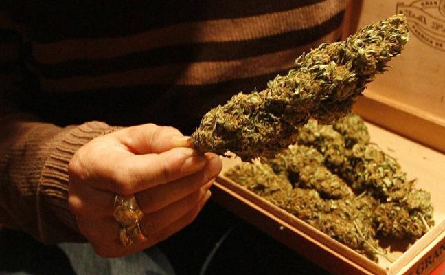 La Ertzaintza detiene en Galdakao a un joven tras oler marihuana en su coche