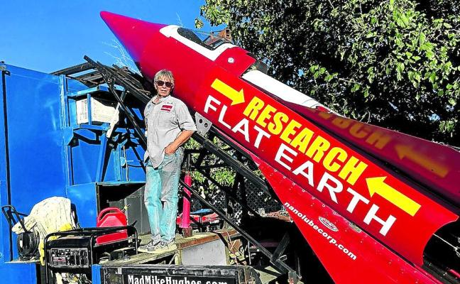 El 'terraplanista' y su cohete