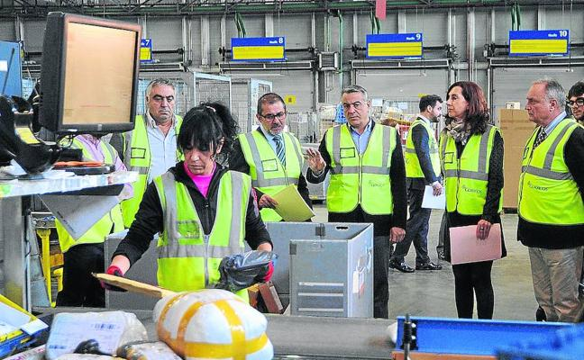 Los centros logísticos de Álava moverán medio millón de paquetes en el 'black friday'