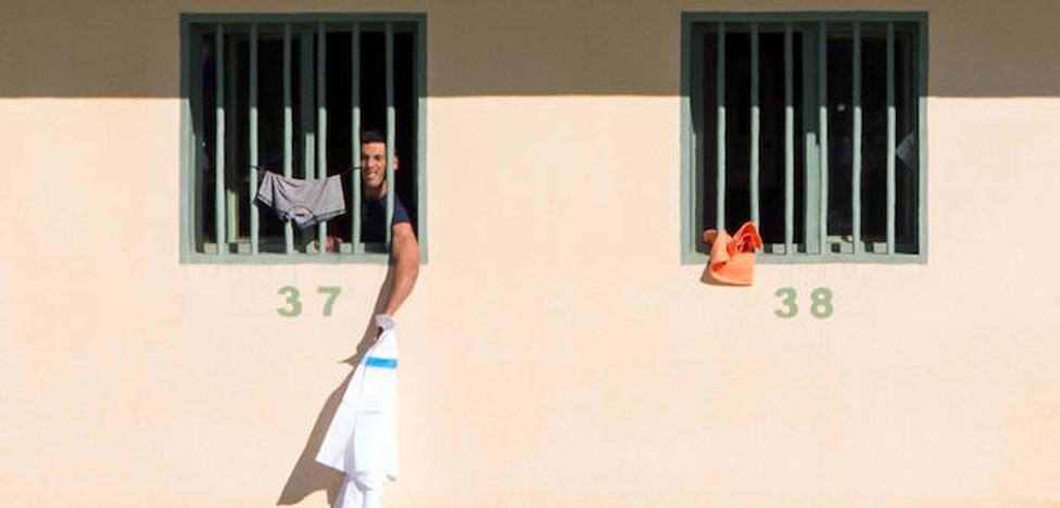 Duras críticas al Gobierno por usar la cárcel como CIE