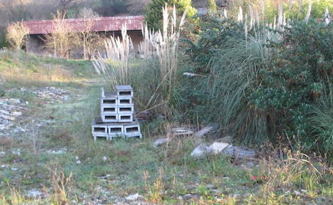 El Ayuntamiento da dos meses a una empresa para desmantelar un vertedero ilegal en Finaga