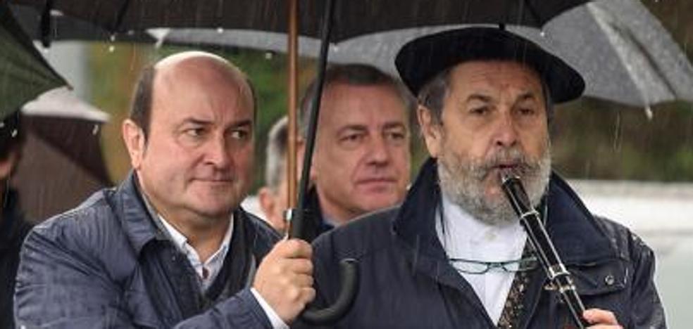 Ortuzar dice que seguirá negociando con el PP «aquí y en Madrid» y pide a Bildu que aparque sus «ideas de bombero»