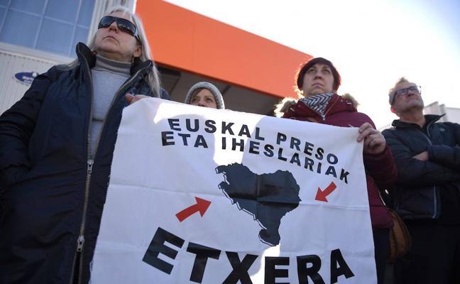 La mitad de los presos de ETA se resiste a la disolución de la banda