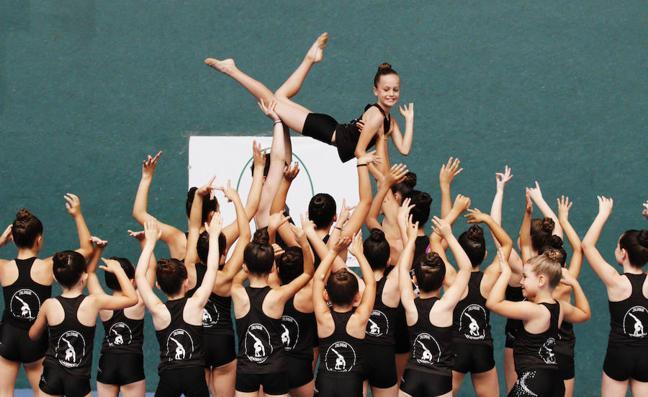 Pregón a lo grande a cargo de las pequeñas gimnastas de Zaldibar