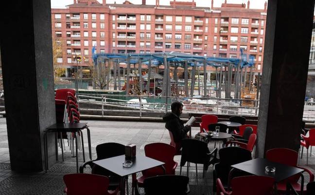 Hosteleros denuncian que las obras de la plaza Roja les llevan a «la ruina»