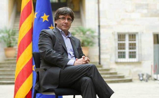 La firmeza de Bruselas ante la independencia catalana lleva a Puigdemont al antieuropeísmo