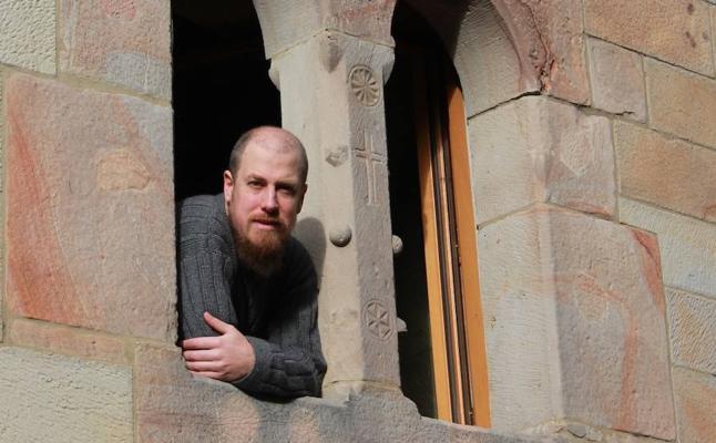 Berrojalbiz se inspira en Sarrionandia para escribir su libro sobre la herejía