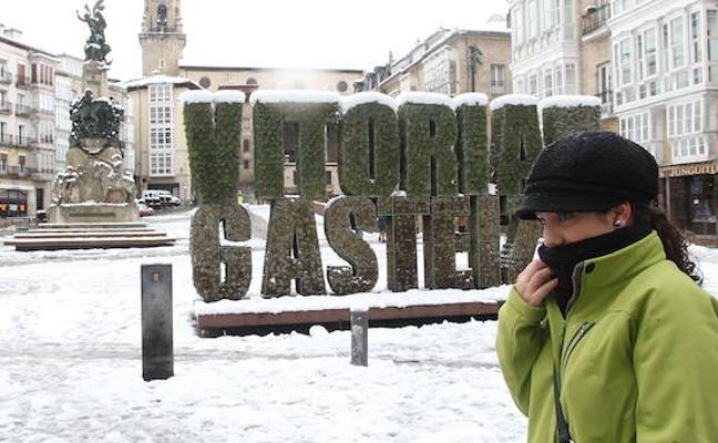 Una masa de aire polar desplomará las temperaturas y podría dejar nevadas en Vitoria