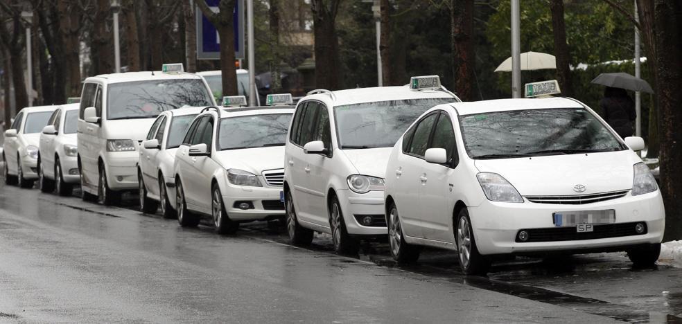 La protesta de los taxis deja a Vitoria con apenas 30 vehículos activos