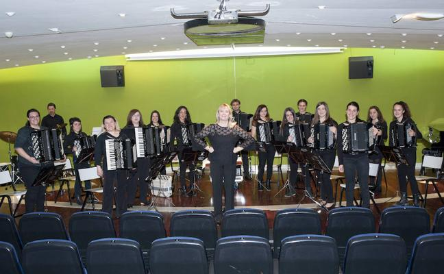 Erandio festeja el XXV aniversario de la Orquesta de Acordeones