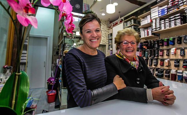 «Mi abuela traía medias de cristal del extranjero escondidas en la faja y las vendía en Bermeo»