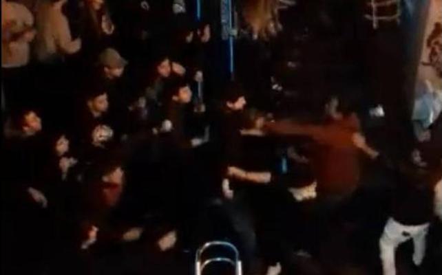Detenido un eibarrés de 23 años por su presunta implicación en la pelea multitudinaria