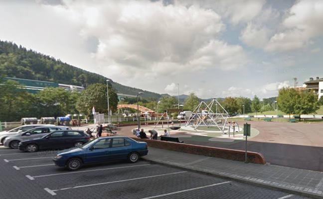 La cubierta de un parque infantil de Lemoa se retrasará dos o tres mes
