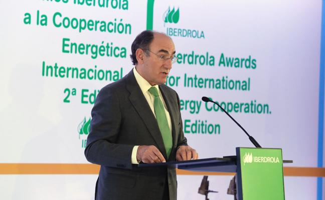 Galán apunta que los usuarios pagan los errores de los seis últimos ministros energéticos