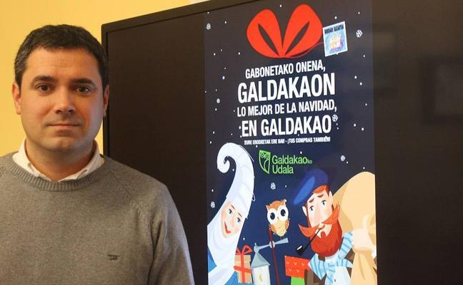 Una docena de marquesinas de bus animarán a comprar en Galdakao