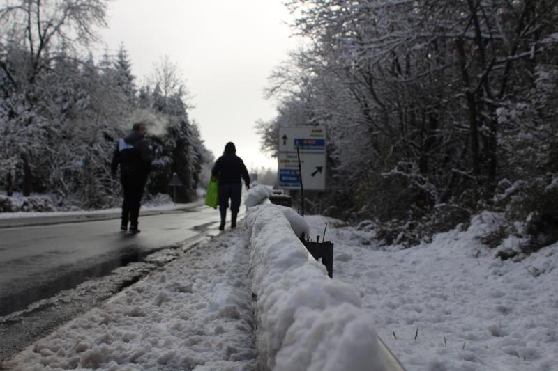 La primera nevada del invierno sonprende en Altube