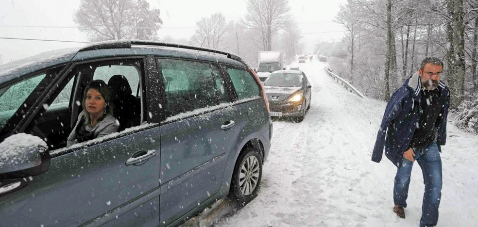 Álava sigue en alerta tras superar la primera nevada de la temporada