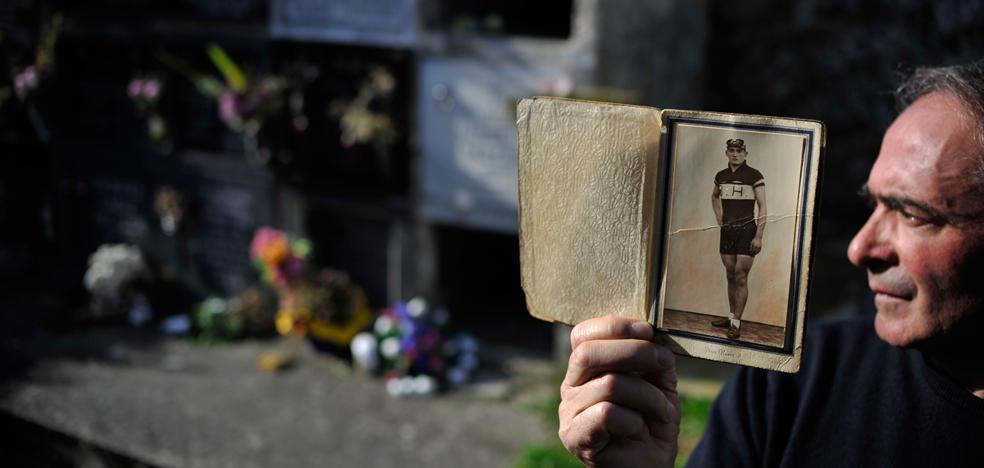 Descubren en el cementerio cántabro de Limpias los restos de 36 soldados vascos republicanos