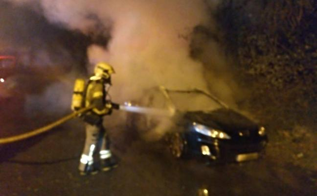 Arde un coche en Arrigorriaga