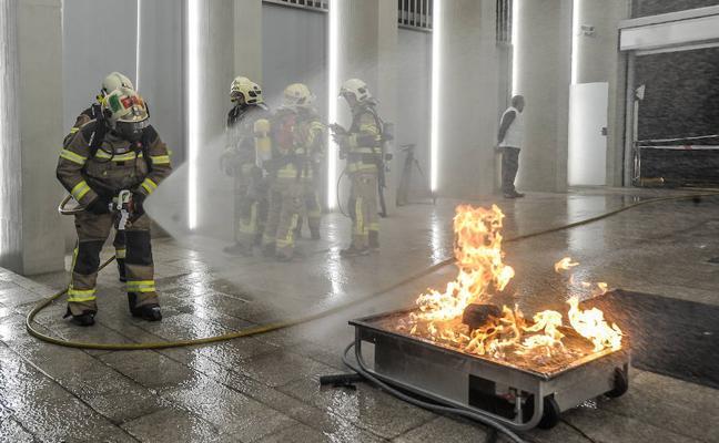 Sirenas y fuegos controlados en el Casco Viejo de Bilbao