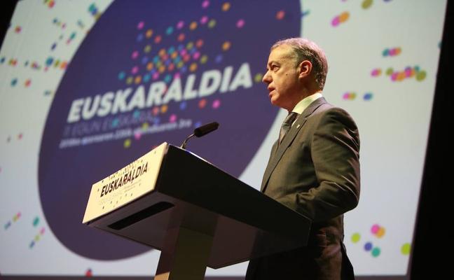 Urkullu apuesta por «cambiar los hábitos lingüísticos y romper inercias» para impulsar la práctica del euskera