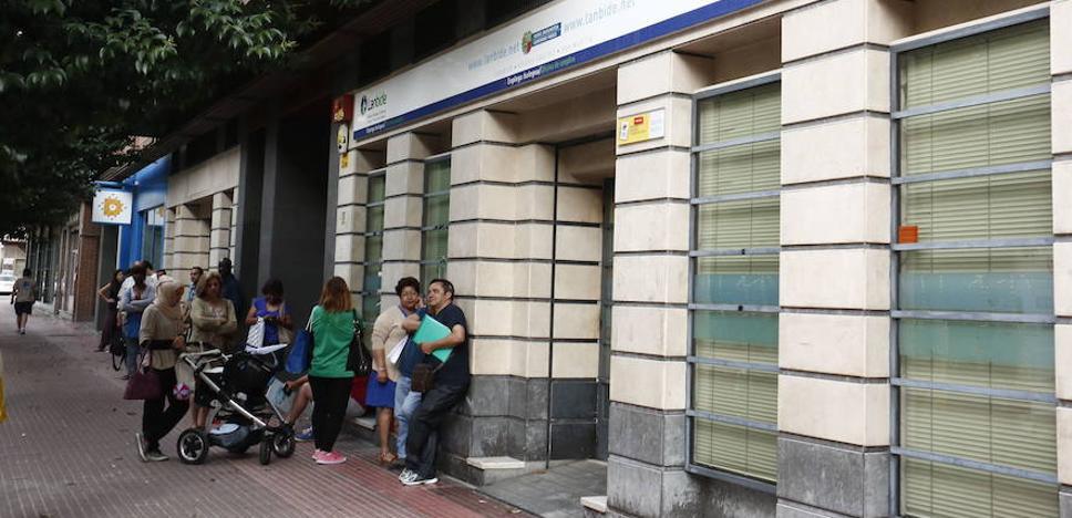 Euskadi es la segunda autonomía donde más ha caído el paro en noviembre