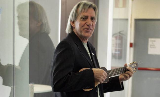 Luis Pastor: «Cada crisis la cuenta su propia generación de cantautores»
