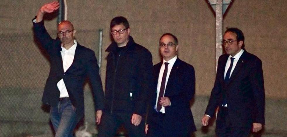 Cataluña inicia la campaña electoral con Junqueras, Forn y los 'jordis' en la cárcel
