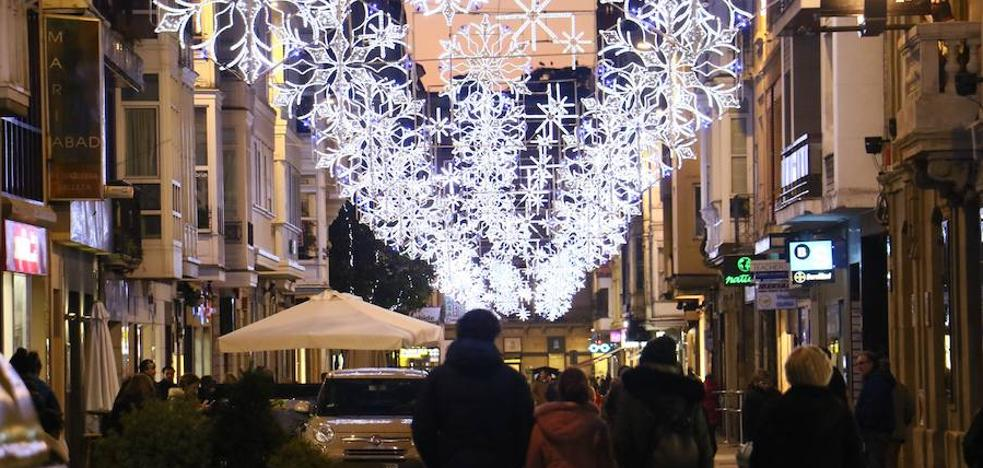 Vitoria enciende la Navidad en tonos azules, blancos y dorados