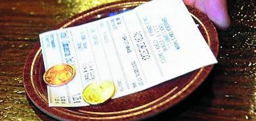 La mitad de bares y comercios siguen sin dar los tickets tras casi tres años de controles