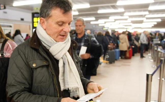 Foronda vive una jornada atípica con cinco vuelos en tres horas y un millar de pasajeros