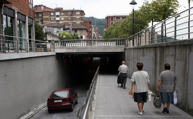 La asociación de vecinos de Bidebieta hace campaña por el 'no' a la regeneración de Basauri