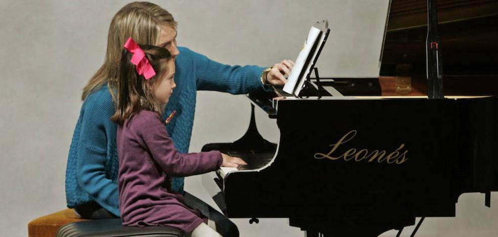 Profesor de gimnasia... y de música por sorpresa en una ikastola de Vitoria
